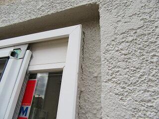窓枠ひび割れ