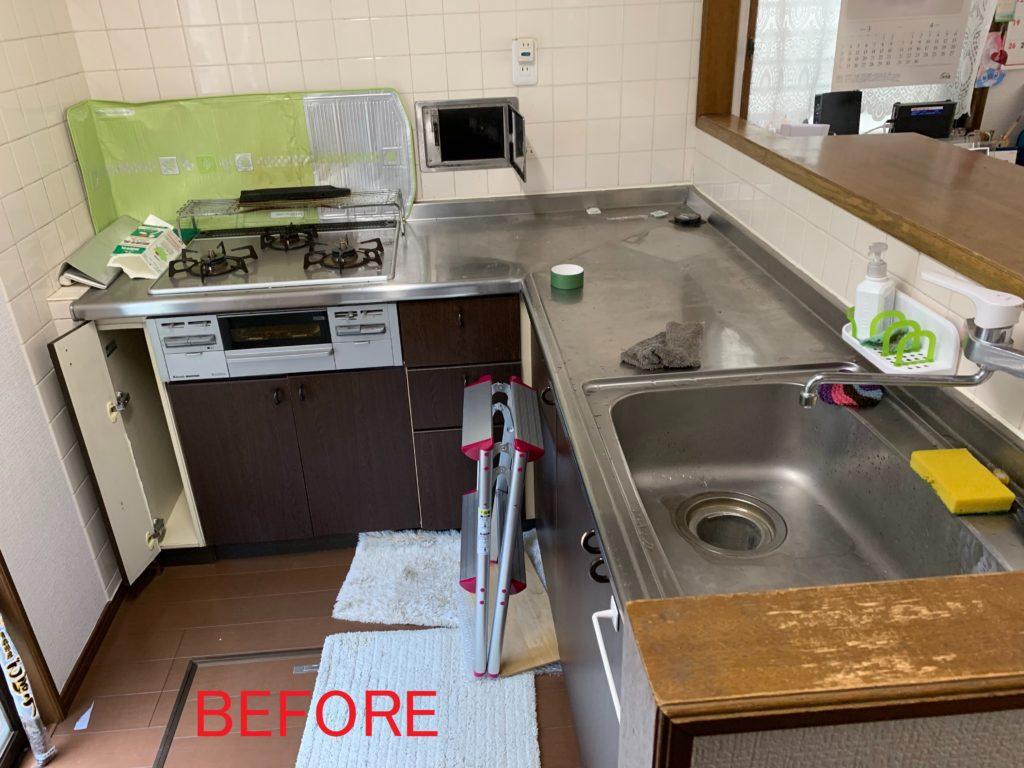 キッチン交換、収納内部のリフォーム施工