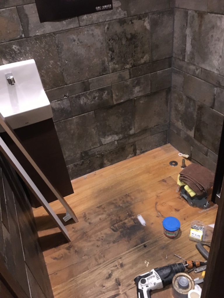 トイレ交換・棚造作しました~