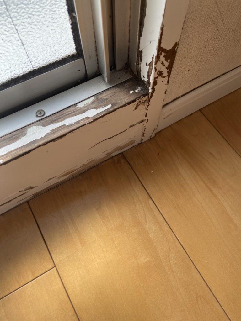 窓サッシまわりの木部塗装
