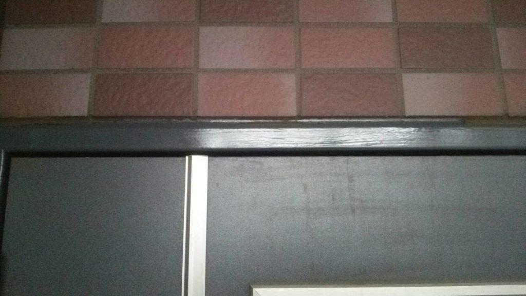 玄関枠の塗装